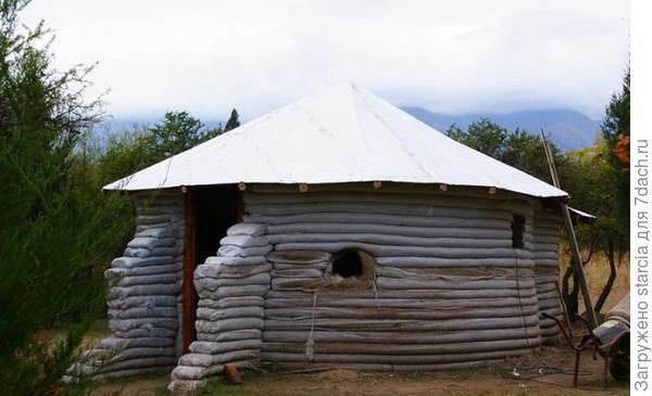 Можно сделать крышу с перекрытиями. Фото с сайта otchelniki.ru