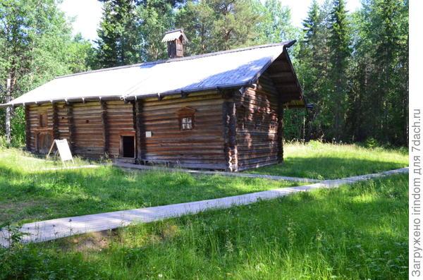 дом-брус семьи погороельцев, построен, как временное жилище, на период строительства нового дома