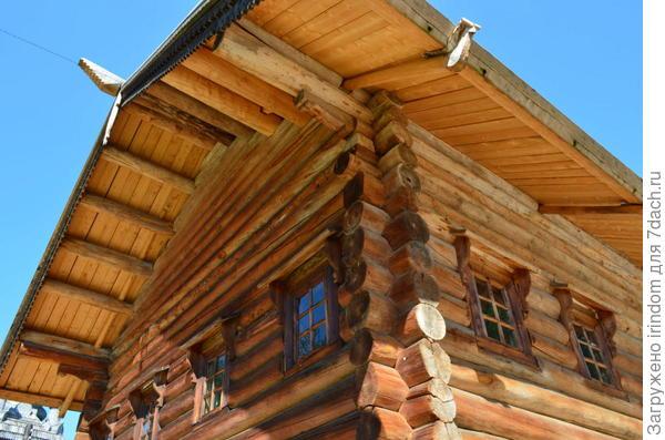 вынос крыши защищает стены от непогоды