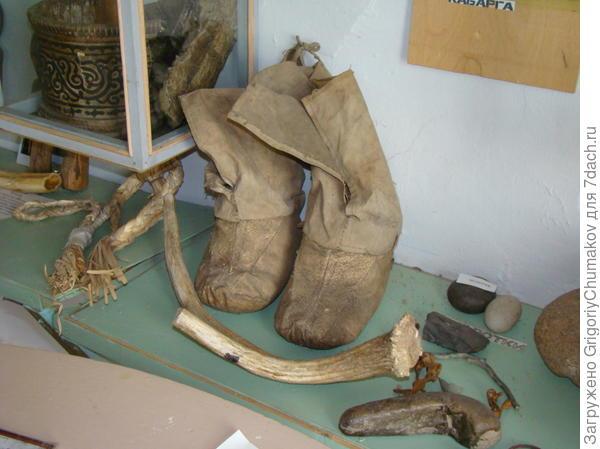 сапоги из местного музея выполненные Ульчами из рыбьей кожи