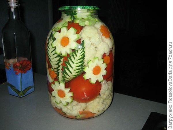 Цветы из кабачков и моркови тоже сделать легко. Фото взяла с fishki.net. В этом году помидоры с цветочками еще впереди