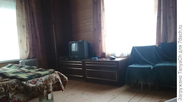 Та же комната