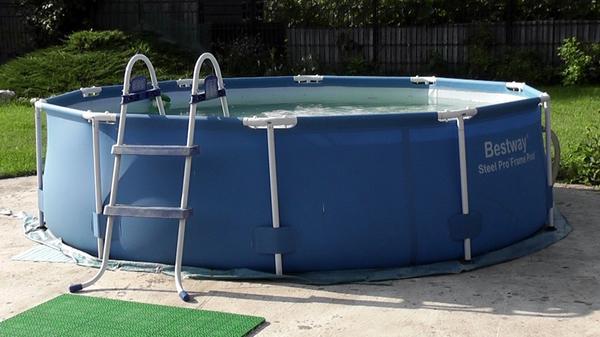 Каркасный бассейн на даче