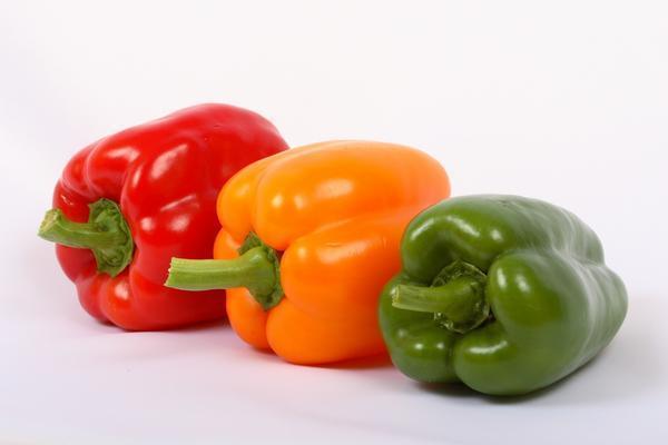 Разноцветный яркий перец