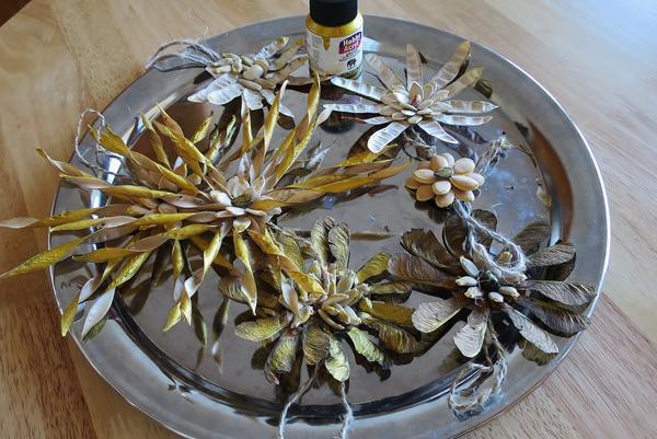 Новогодние украшения из семян