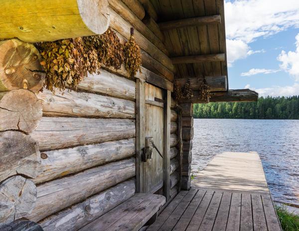 Русская баня у реки