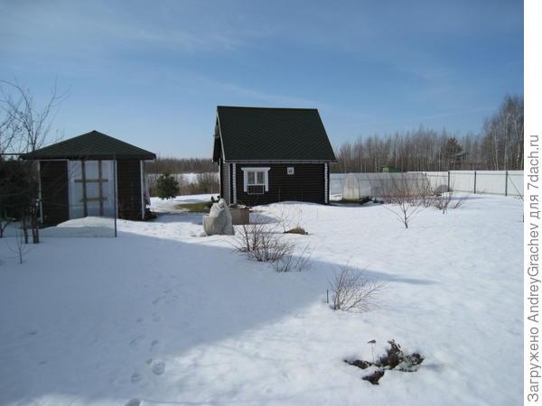 у нас снега не меньше , но крыши чистые ... хотя и мягкая кровля