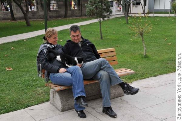 Потом он обнял меня: человек, умеющий обнимать, - хороший человек.