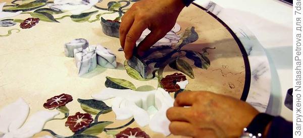 Набор рисунка из мраморных деталей. Фото с сайта http://amistone.ru/