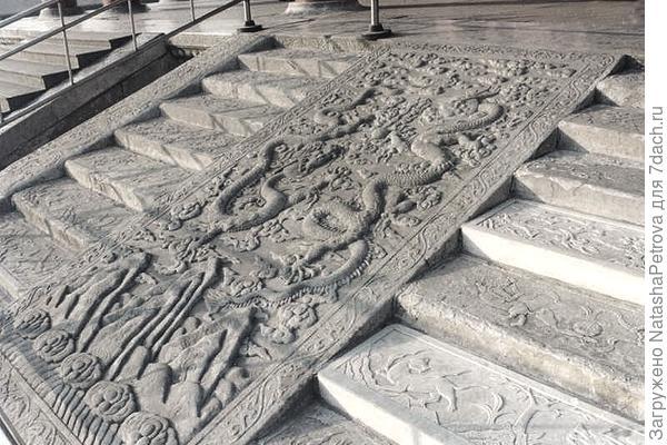 Ступени императорского дворца в Запретном городе. Фото с сайта http://www.kinabaloo.com