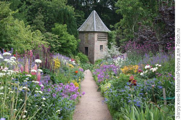 Красочные цветники Гертруды Джекилл. Фото с сайта http://crimean-ptaha.livejournal.com/