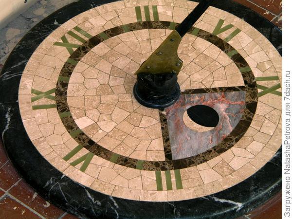 Солнечные часы из различных сортов мрамора. Из архива камнеобрабатывающей компании Петрополь