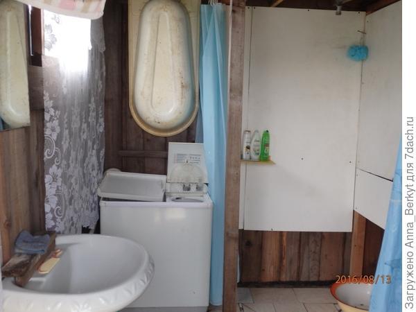Так душевой домик немного преобразился и внутри
