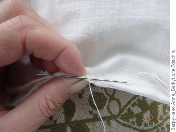 Отверстие в чехле зашиваем