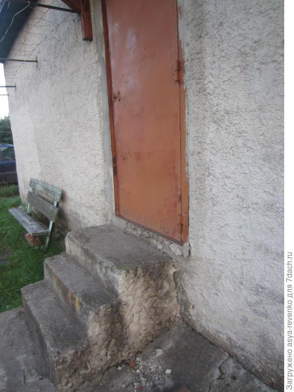 дверь и ступеньки