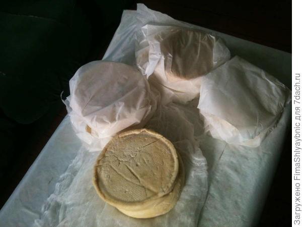 Сыр козий домашний. Сделан с применением фермента.