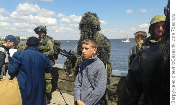 Люди  в военной  форме.  Камышин 20 мая 2015г