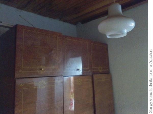Маленькая комната с печкой