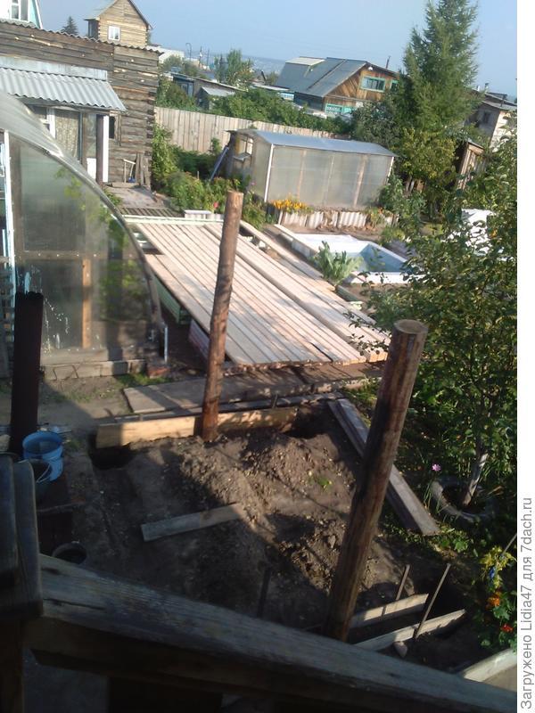 а так оно строительство начиналось было куплено;4 прожилины 2 столба 6 досок для пола и еще 8 прожилин для обвязки 2 мешка цемнта для фундамента