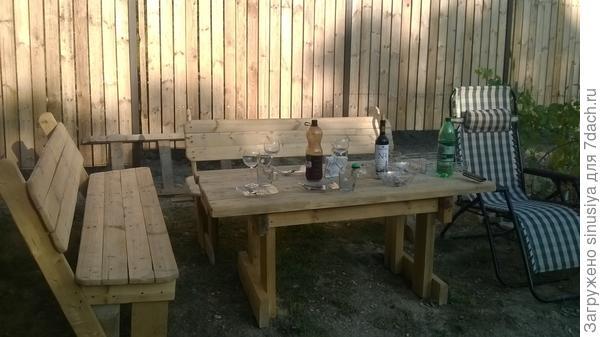 Лавочки и столик
