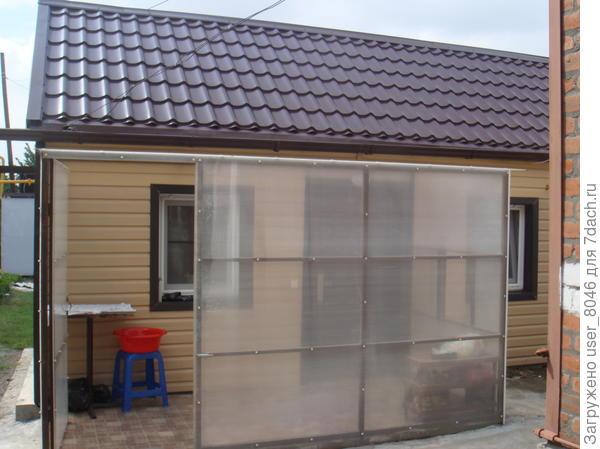 построили веранду и поменяли крышу. Маленький готов!