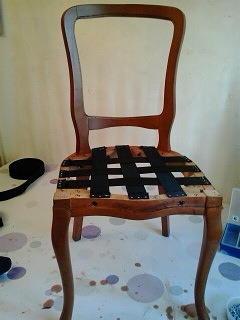 Размещение ремней на раме сиденья стула