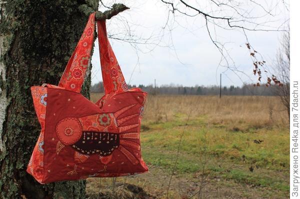 Эту сумка живёт в Москве.