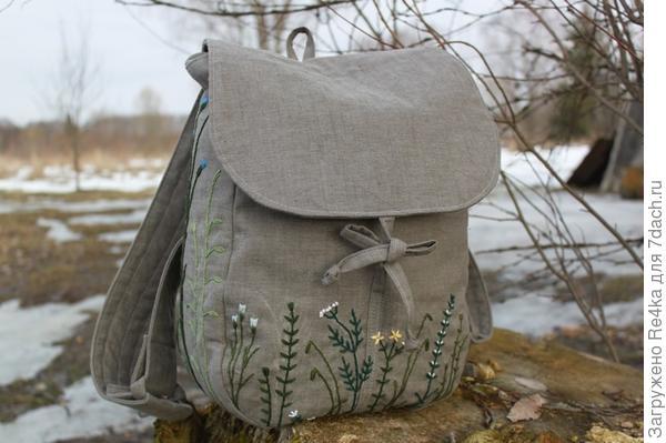 Рюкзачок из натурального льна  вышивала вручную нитками мулине. Делала на заказ.