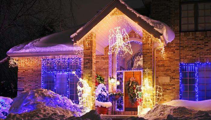 5 элегантных способов освещения участка на Новый год