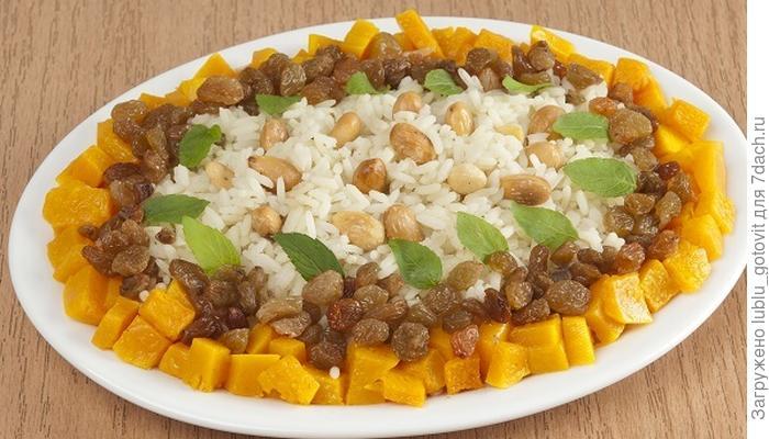 Рисовая каша с тыквой, изюмом и миндалем