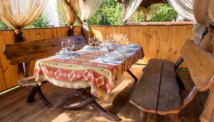 Необычная дачная мебель своими руками: используем поленья и спилы стволов