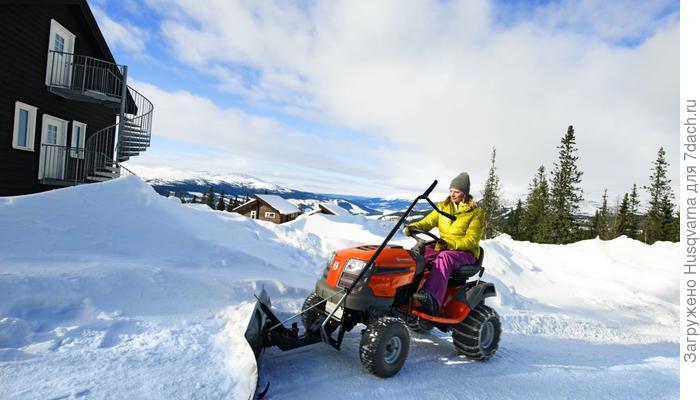 Зимние работы с райдерами и тракторами Husqvarna