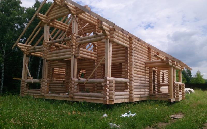 Сруб дома, еще без крыши.  Размер 11,6х10,4 м