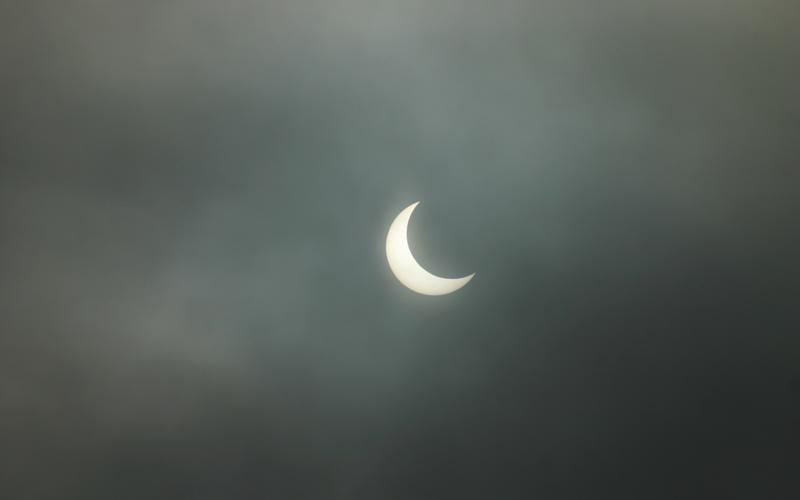 Солнечное затмение. 4 января 2011г. Средь бела дня вдруг стало темно! Фото сделано в Московской области.