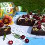 Шоколадно-вишневый пирог с творожным кремом