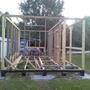 Вот уже ставлю стены первого этажа, угловые стойки тоже из бруса 100×100.