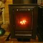 Стеклянная дверца в печи служит не только для контроля процесса горения и релакса, но и хорошо пропускает тепловые лучи для прогрева баньки.