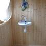 В маленьком помещении — маленькая раковина