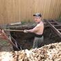 Муж сам выкопал яму для септика