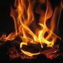 Горят дрова в печурке споро, На стенах блики от огня. Мороз за тридцать жжёт средь дня. Теплее в доме будет скоро, И это радует меня.