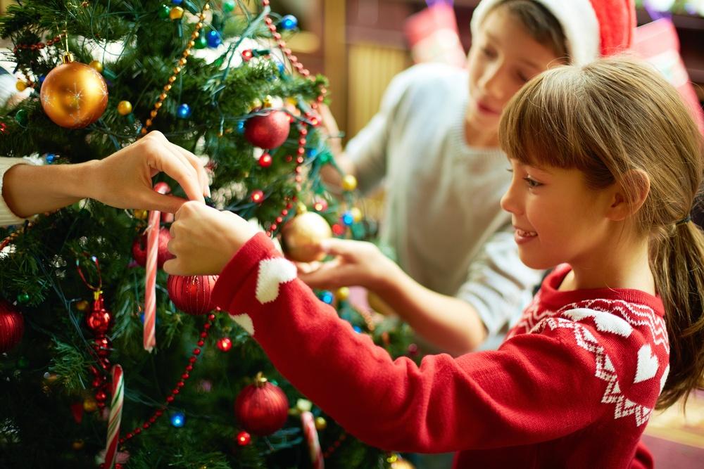 Как правильно украсить елку на новый год в год Петуха.