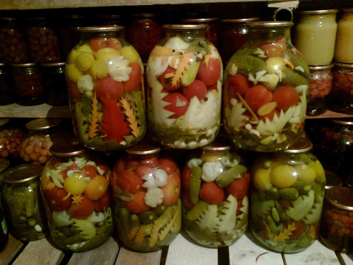 Грузинский салат из помидоров и огурцов 98
