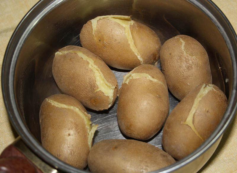 Почему при варке картофель разваривается