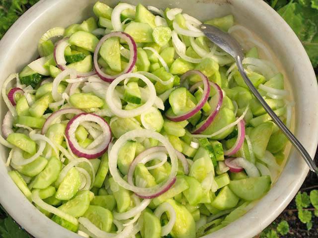 Салат только из огурцов легкий и вкусный