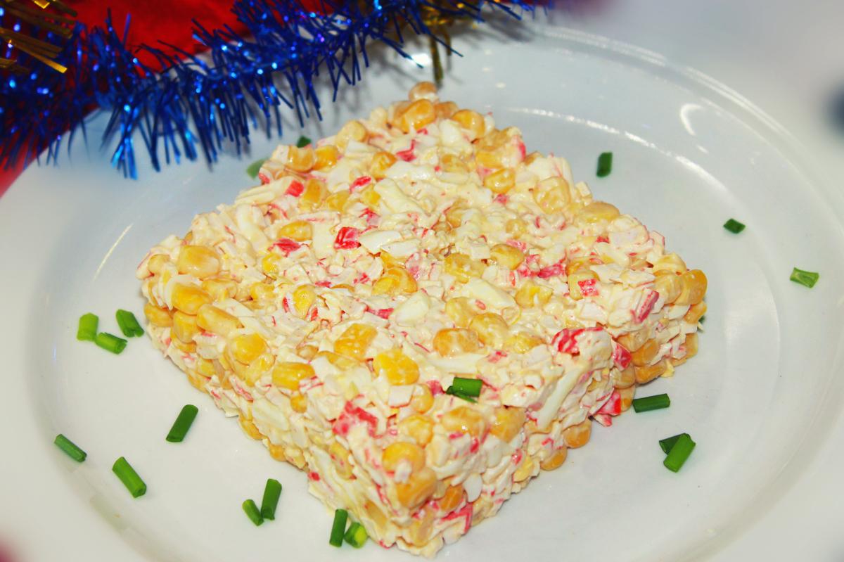 Салат из крабовых палочек с кукурузой рецепт с очень вкусный пошаговый