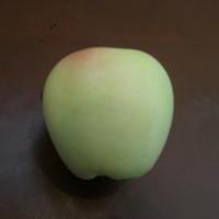 Подскажите, пожалуйста, что это за сорт яблок?