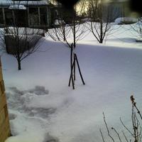 При сильном ветре отдувает снег от строения. Что можно предпринять в этом случае?