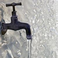 Как организовать водоснабжение на даче зимой без проблем
