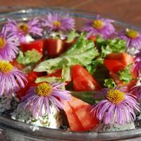 Творожный салат с помидорами и чесноком