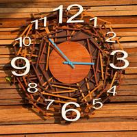 Изюминка дачного интерьера – оригинальные часы